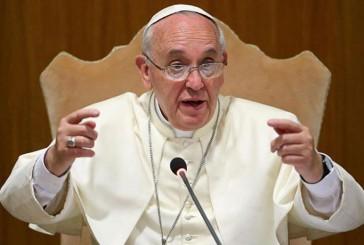 """El papa llama a no reproducirse """"como conejos"""""""