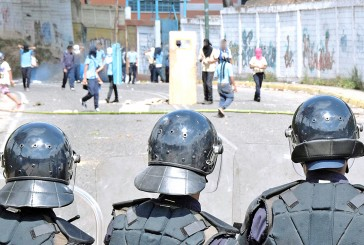 Protesta en el liceo Miranda dejó tres policías heridos