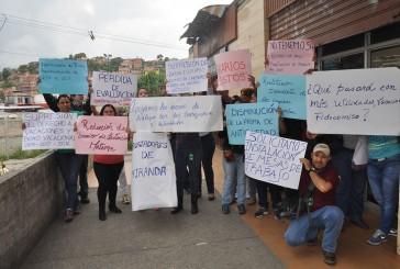 Protestan funcionarios públicos por eliminación de beneficios laborales