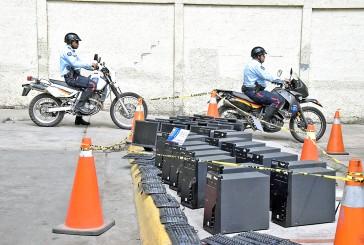 Frustraron hurto de 44 equipos de computación en el Vicente Salias