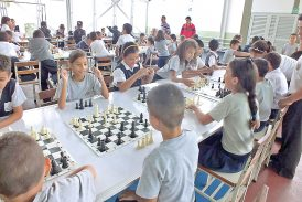 150 cerebritos se miden en la final del Festival de Ajedrez Estudiantil