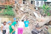 Se cayó una casa y dejó seis más en alto riesgo