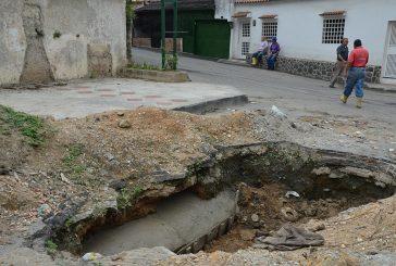 Reparan tuberías en La Matica