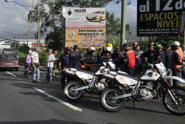 Motorizada herida deja choque en Los Cerritos