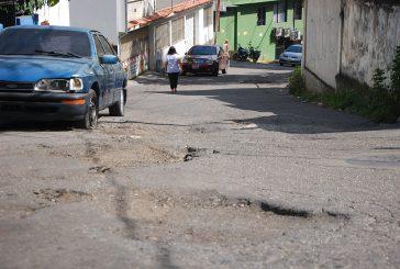 Calles de La Cima parecen un colador