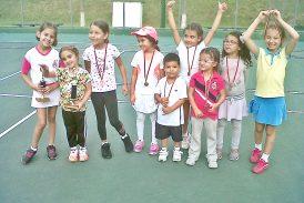 Nicol Tabares se destacó en el mini torneo vacacional de tenis