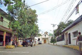 Dos bandas azotan a comerciantes  y vecinos de Tácata