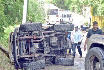 Conductor de Toyota cayó  por barranco en la Panamericana