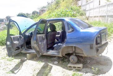 Hallan tres vehículos abandonados