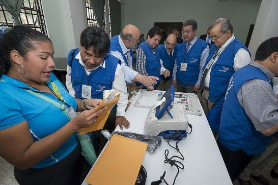 Este domingo Colombia dicidirá con el plebiscito su futuro