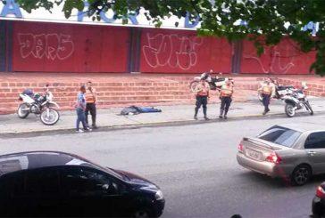 Sujetos en moto asesinaron a hombre para robarlo en Los Cortijos
