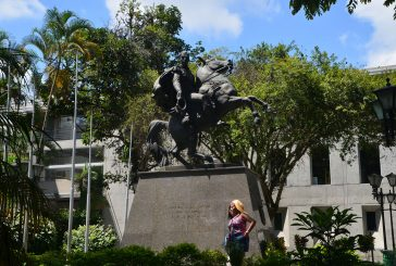 Prevén restaurar estatuasde Bolívar y Guaicaipuro en 2017