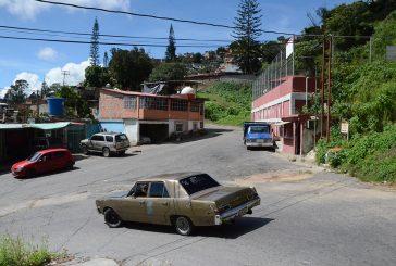 Ni un poste funciona en Barrio Miranda