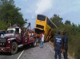 Tres muertos y 23 heridos en accidente en Troncal 9