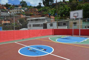 Vecinos de comunidad Alberto Ravell en Los Teques estrenaron cancha deportiva