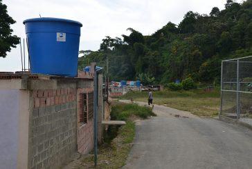 Con agua de lluvia se abastecen en Barrio Miranda