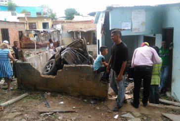 Conductor borracho se estrelló contra una casa