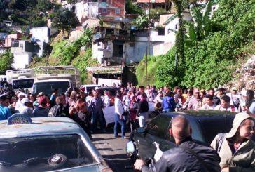 Vecinos trancan carretera Panamericana por falta de servicios públicos