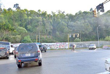 Transportistas claman por Reparación de semáforo