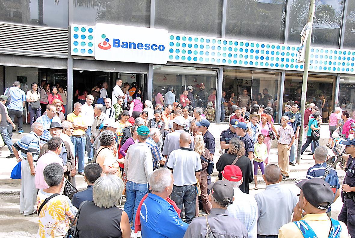 Protestaron jubilados de la Gobernación