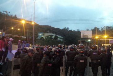Habitantes del km 18 trancan la Panamericana exigiendo sus bolsas de CLAP