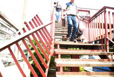 Alertan sobre colapso de pasarela en La Casona