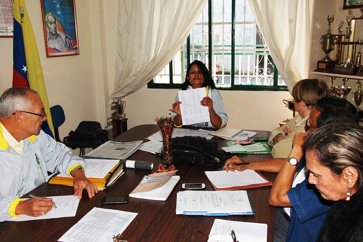 Instan al nuevo ministro a dignificar a profesores