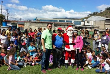 Equipo Los 40 entregó juguetesa niños de El Progreso