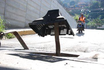 Alcantarilla deteriorada en Los Tres Puentes