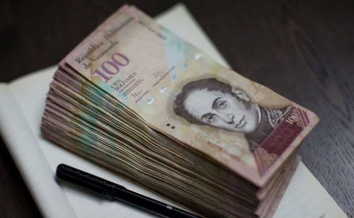 Gobierno prorroga por un mes más circulación de los billetes de 100 Bs