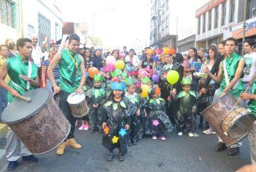 """""""Chiquitos"""" del Melanie Klein festejaron el carnaval"""