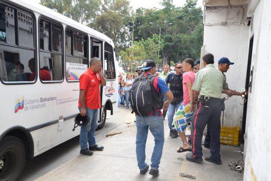 Trasladan a 53 reclusos más de Poliguaicaipuro