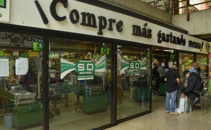 Compradores reclaman llegada de productos a cuentagotas