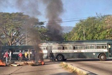 Reportan disturbios frente a la Universidad de Carabobo