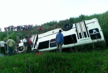 Un muerto tras vuelco de un autobús que se dirigía a la marcha oficialista