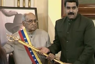 El Maestro Juan Vicente Torrealba recibe condecoración a sus 100 años de vida