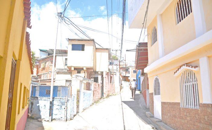 Escasez de agua preocupa a los vecinos del callejón Calderón