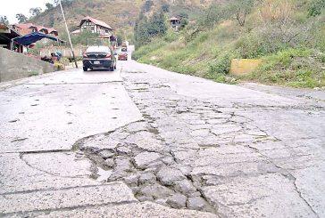 Carretera irregular atormenta a vecinos de El Jarillo