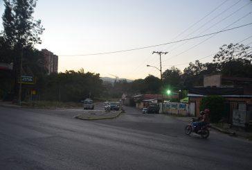 Sin alumbrado público la entrada de Ramo Verde