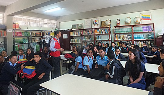 Conversatorio sobre prevenciónde drogas en el Vicente Salias