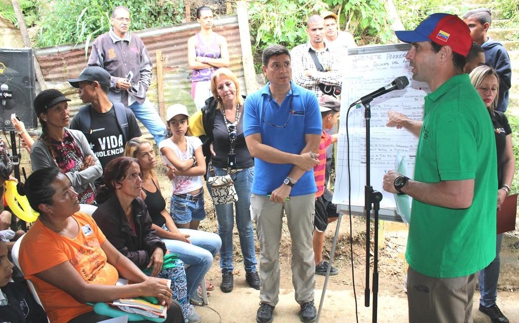 Capriles anuncia obras para Colinas del Ángel