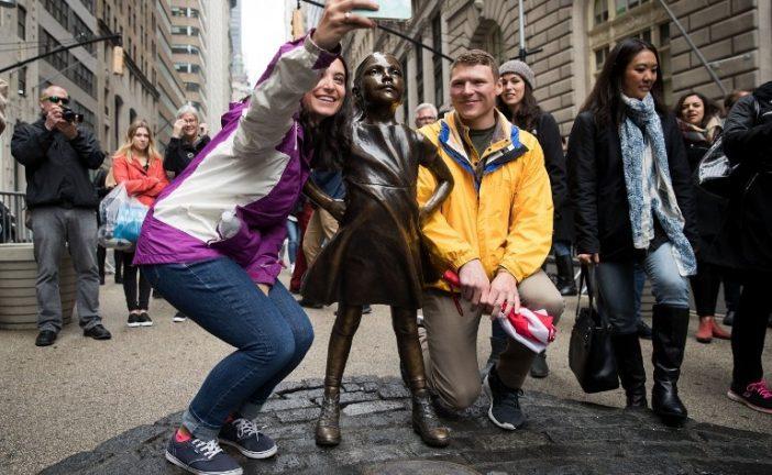 Mantendrán hasta 2018 la estatua de niña desafiando a toro de Wall Street