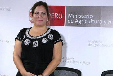 Viceministra peruana fue destituida por tomar el sol durante inundaciones