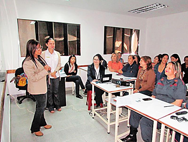 Bomberos de Miranda brindó charlas de salud a mujeres