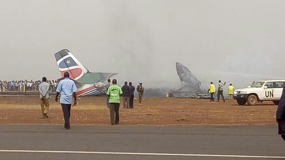 Se estrella un avión de pasajeros en Sudán del Sur sin víctimas fatales (Imágenes)