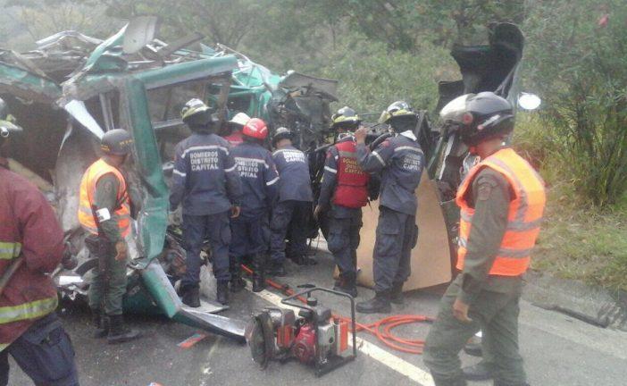 Un muerto y 11 heridos dejó colisión en la AGMA