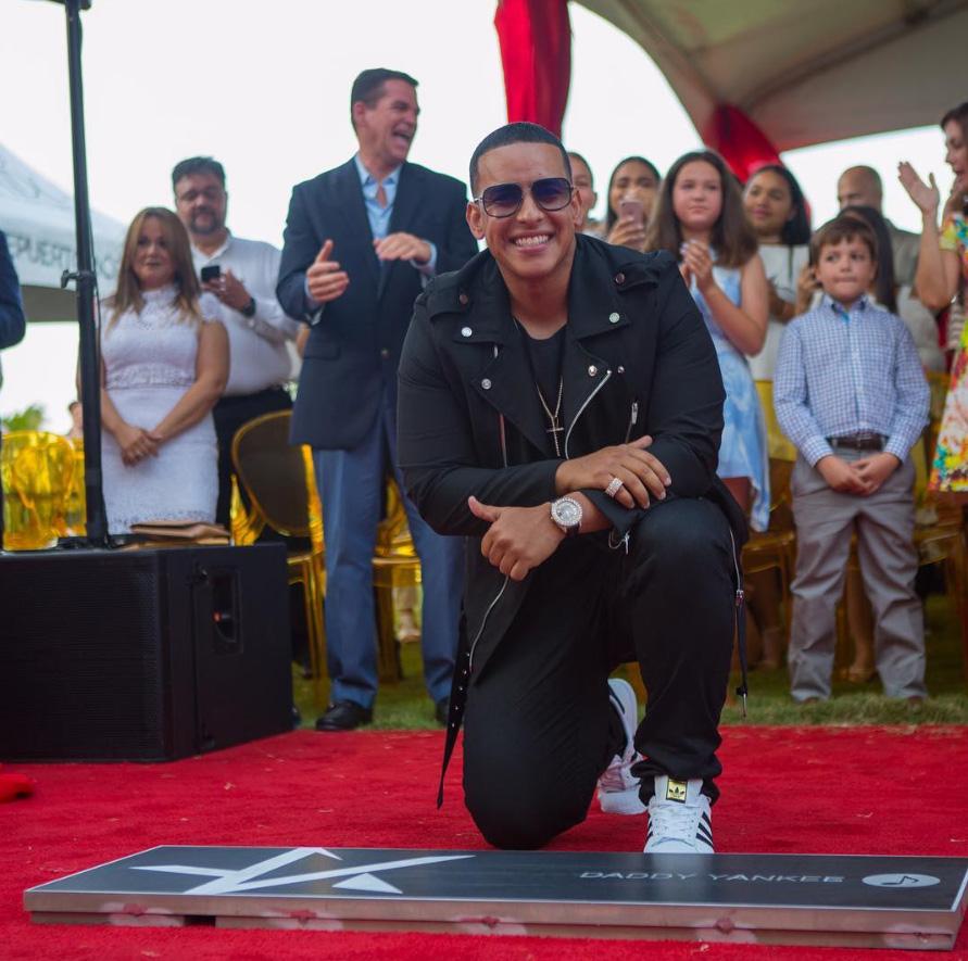 Daddy Yankee devela su estrella en el Paseo de la Fama de Puerto Rico
