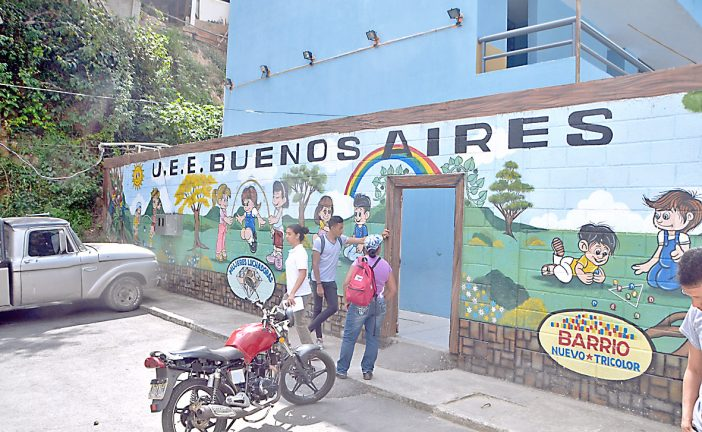 Estudiantes reciben clases medio turno en UE Buenos Aires