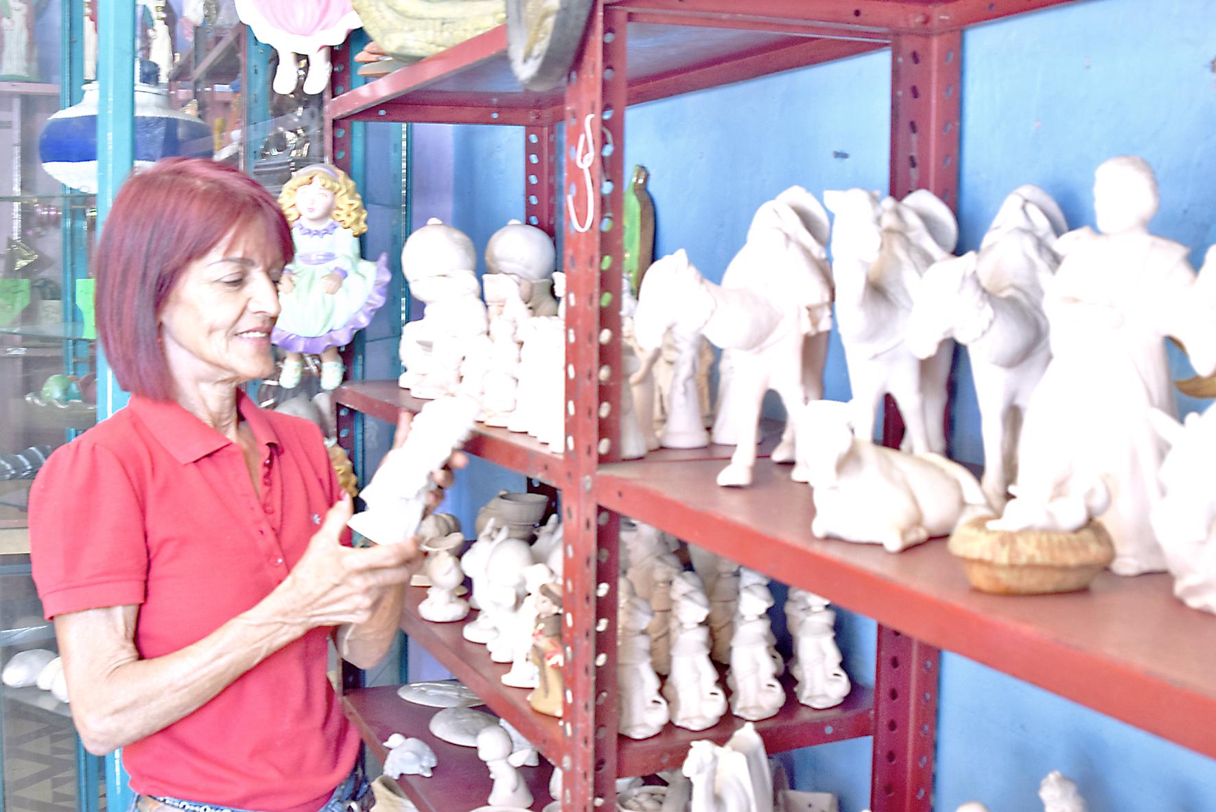Ofrecen talleres de dibujo y cerámica en Comercial Pinta