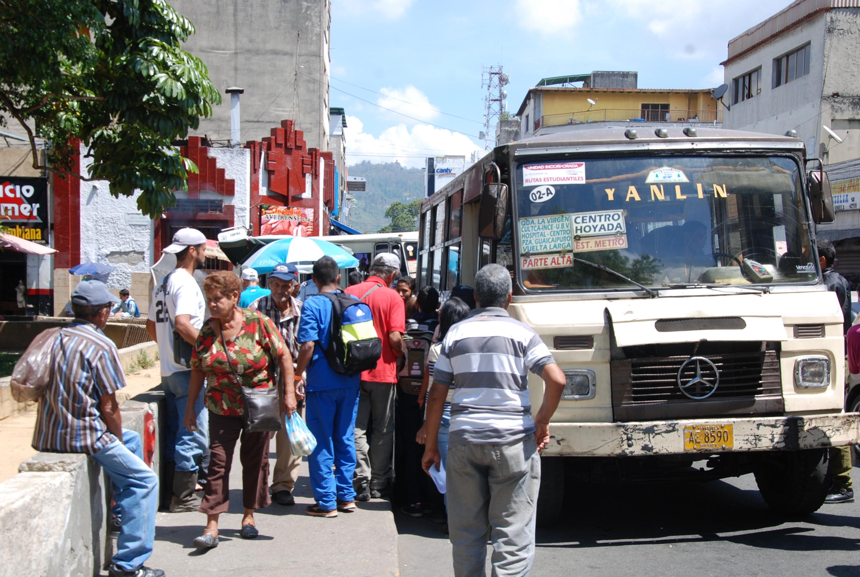 Mucha gente, pocos autobuses